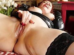 Perverted amateur MILF wants your cock